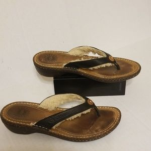Ugg insulated house shoes women's size 8